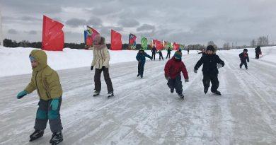Çallı'da Rusya'nın en büyük buz pateni pisti açıldı