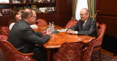 Mintimer Şeymiyev Başkonsolos Ahmet Sadık Doğanla görüştü