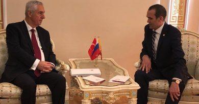 Kazan Başkonsolosu Çuvaşistan Cumhuriyeti lideri ile görüştü